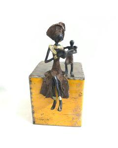 Bronzen beeld Lezende Vrouw met Kind